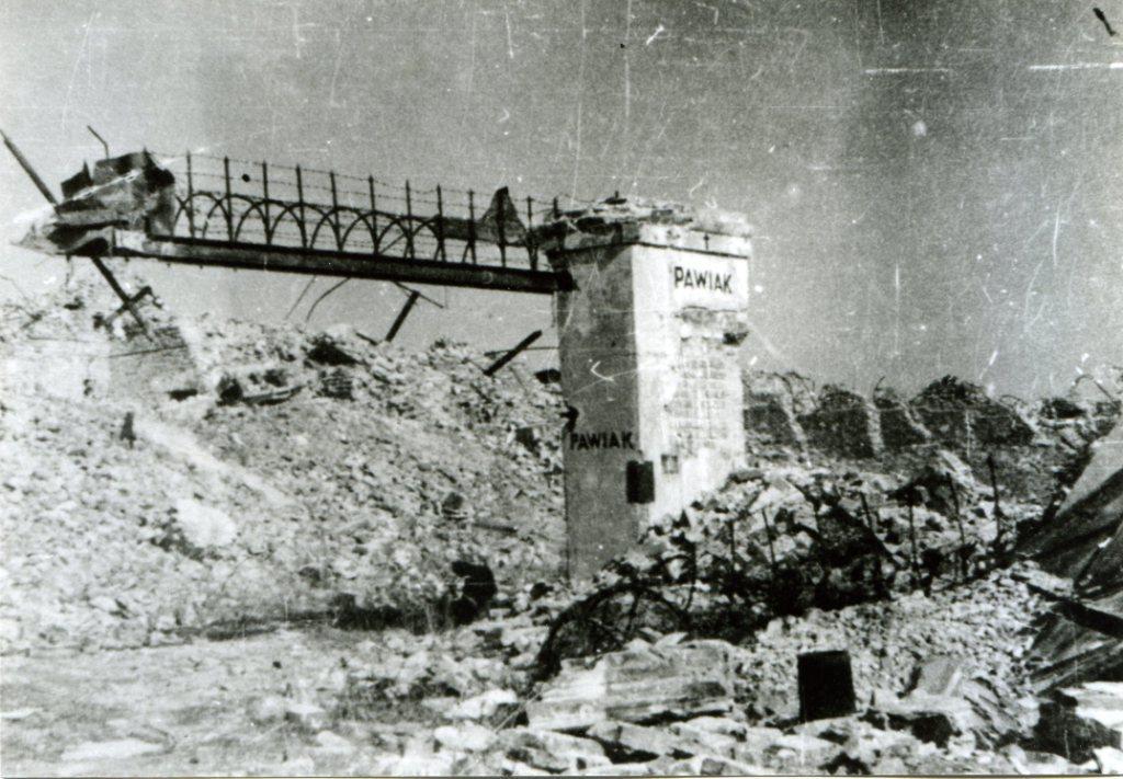 Ruine de la prison Pawiak en 1944 à Varsovie.