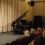 Koncert Bohaterom Pawiaka - pianistka